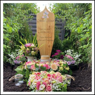 Frisches Grab am Tag der Beisetzung